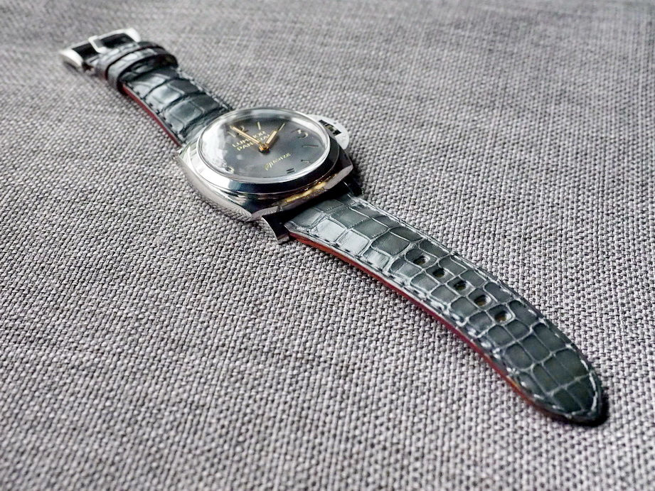 /assets/images/Alligators/Ted%20Su%20grey%20alligator%20strap%20for%20Panerai-2.jpg