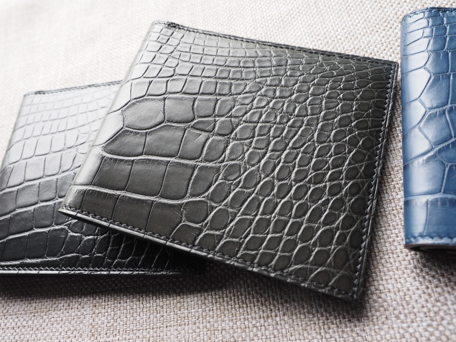 Ted Su grey alligator wallet